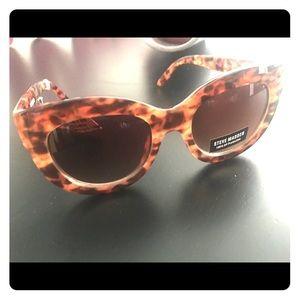 NWT AUTHENTIC Steve Madden Tortoise Sunglasses